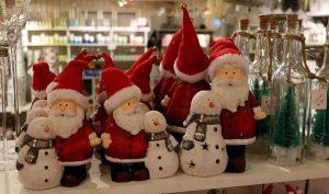 julenisse med snømann